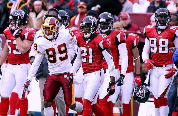 Atlanta falcons players prepare for a game