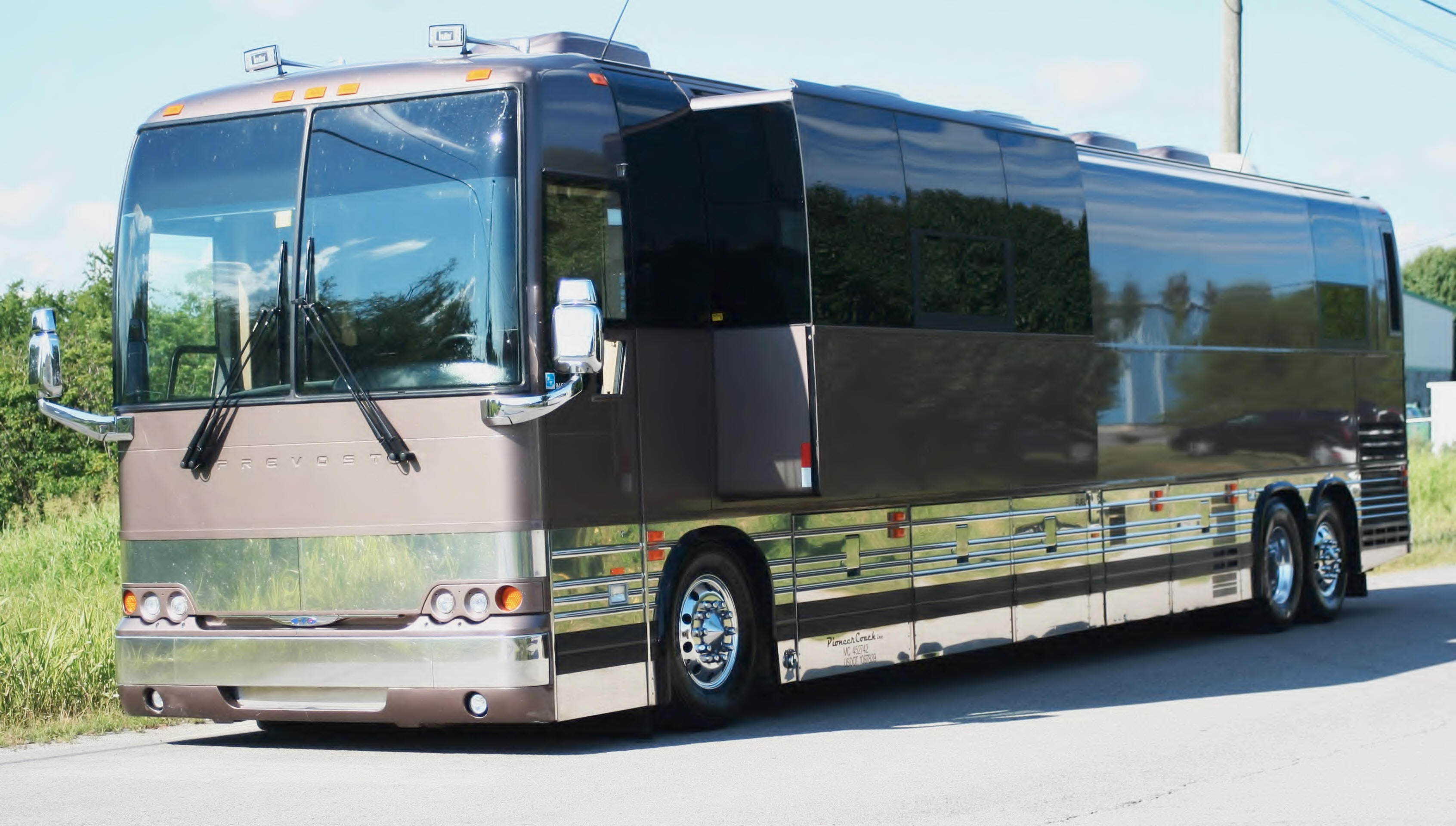 Motorcoach And Charter Buses For Sale By Owner | Shofur Market